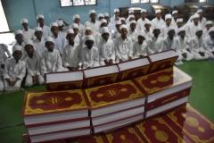 TDV Sri Lanka'da medrese öğrencilerine Kur'an-ı Kerim dağıttı