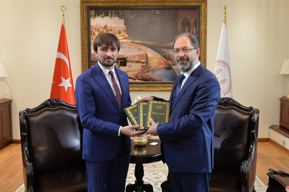 AFAD Başkanı Güllüoğlu, TDV'ye kurban bağışı yaptı ...
