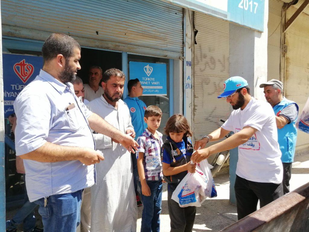 TDV, Suriye'de 350 bin kişiye kurban eti dağıttı – Türkiye ...
