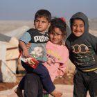 Hayatın zorlukları Suriyeli çocukların oyunu oluyor