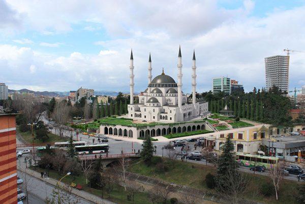 Arnavutluk Tiran Merkez Camii