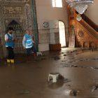 Bozkurt'taki sel felaketinde balçıkla kaplanan 113 yıllık cami eski haline getirilmeye çalışılıyor